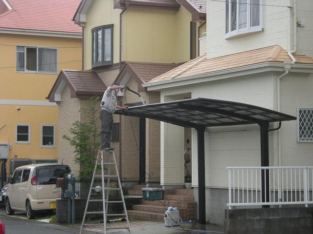 8月 貴乃園  カーポート屋根の高圧洗浄